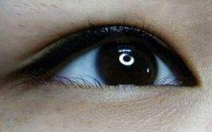 天生肿眼泡的人可以做美瞳线吗?