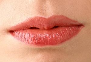 长沙艺星厚唇改薄术有哪些特点